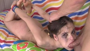 Teen Anna Taylor bends to get fucked
