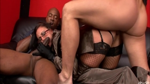 Busty and ghetto mature Emma Butt romantic interracial fucking