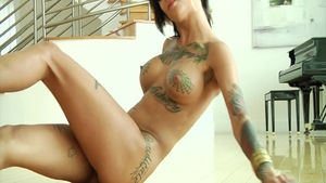 Rough fucking in the company of tattooed babe Bonnie Rotten