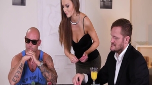 Blowjobs accompanied by big ass babe Tina Kay