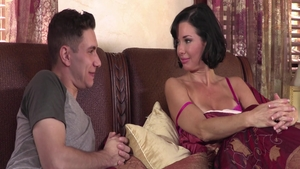 Busty stepmother Veronica Avluv squirts