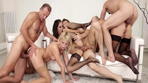Glamour babe Katy Rose helps with orgy