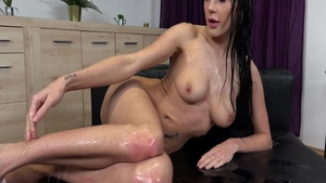 Babe Nicol Love pissing