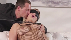 Blindfolded porn between hawt raw Kylie Page