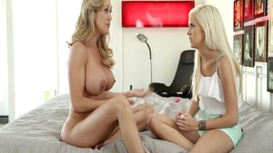 Babe Halle Von together with Brandi Love got her pussy pounded