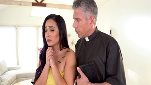Young & erotic Jaye Summers fucked in the ass