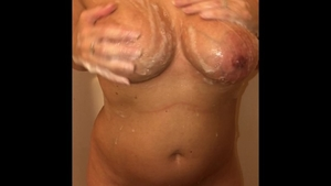 Masturbation in the shower in HD