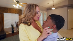 Hard nailining in the company of big butt mature Richelle Ryan