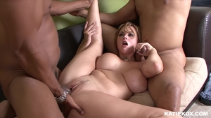 Tattooed and huge boobs blonde haired Bella Rossi cumshot