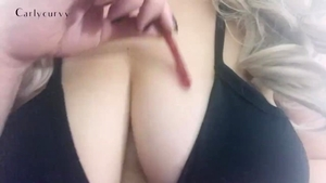 Wet pussy babe rubbing solo