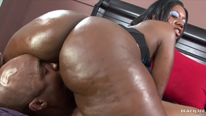 Big tits ebony babe has a thing for nailing