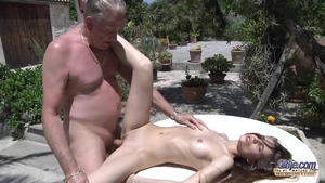 Tight amateur pussy fucking outdoors
