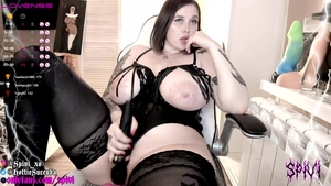 Chubby amateur rubbing on webcam