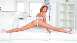 Veronica Leal is so acrobatic redhead