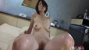 Hairy japanese mature goes for creampied
