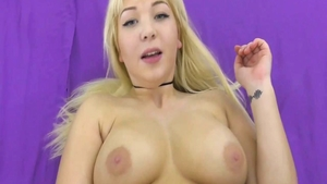 Hard fucking in company with curvy chick
