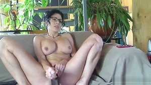 Kinky Frenchies: Large tits french female toys on webcam HD